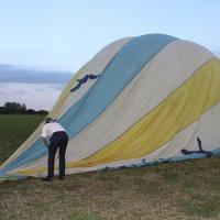 Pliage de la montgolfière avec Antoine de Pompignan