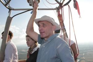 Aérostier pilotant sa Montgolfière au dessus de la Dombes